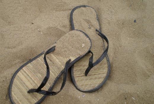 Wakacje niebawem, wybieramy buty na plażę